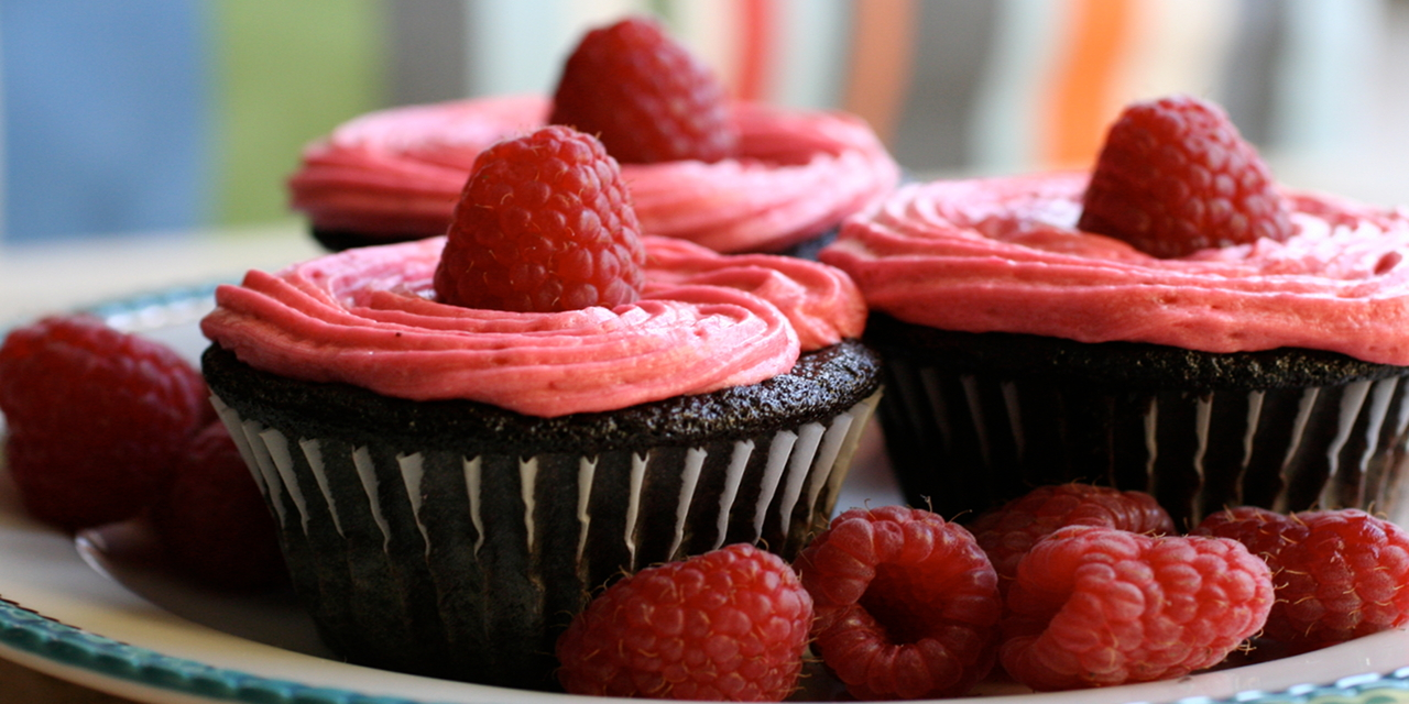 Chocolate_Cupcakes_with_Raspberry_Buttercream